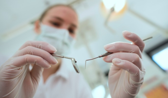 Вич у стоматолога и на маникюре