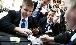 Играли в карты школьники игровые автоматы с манипулятором