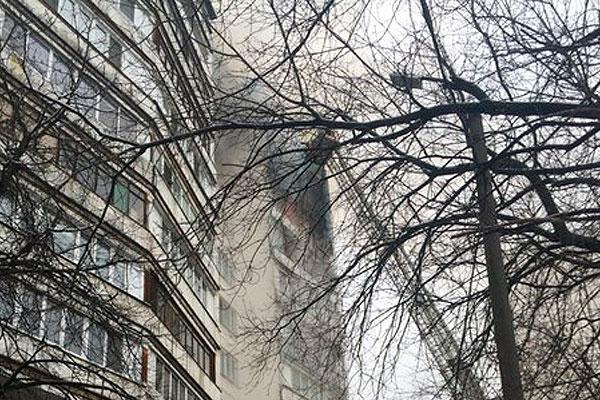 Москвич упал с балкона во время пожара - соЧи 24.